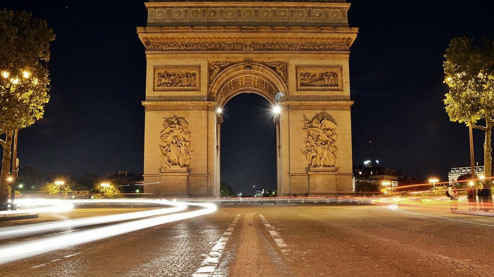 Virtual reality at the Arc de Triomphe