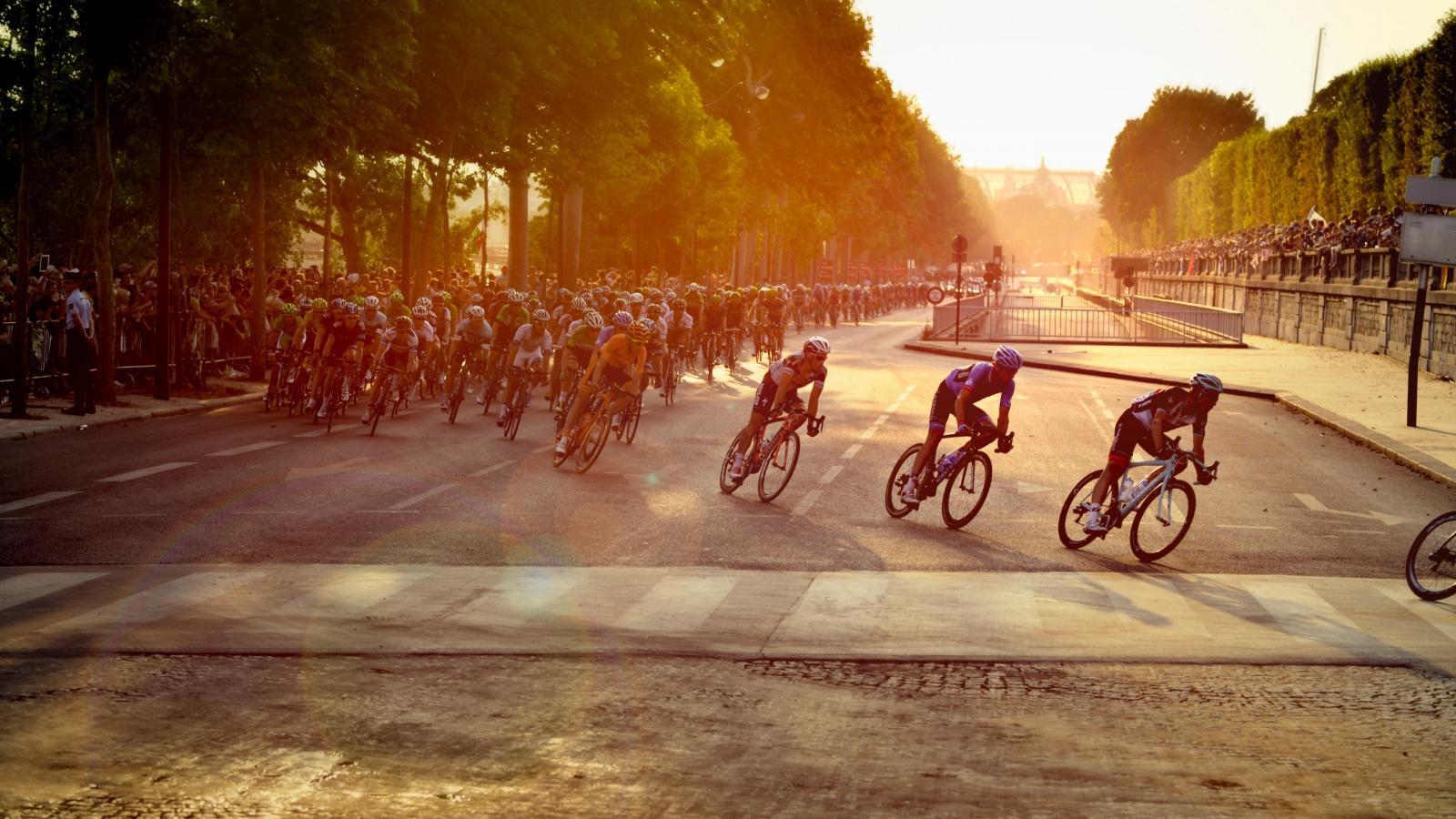 A little tour... on the Champs-Elysées